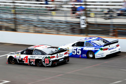 Kevin Harvick, Stewart-Haas Racing Chevrolet and David Ragan, Michael Waltrip Racing Toyota