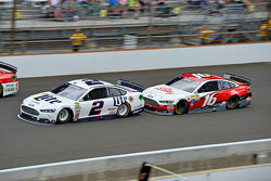Brad Keselowski, Team Penske Ford and Greg Biffle, Roush Fenway Racing Ford