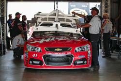 Kurt Busch, Stewart-Haas Racing Chevrolet goes through tech inspection
