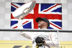 Winner Lewis Hamilton, Mercedes AMG F1 W06