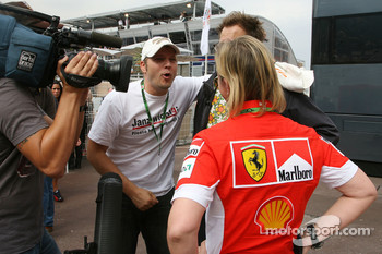Mario Barth talking with Sabine Kehm, Michael Schumacher's personal press officer