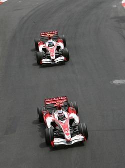 Takuma Sato, Super Aguri F1, SA07 leads Anthony Davidson, Super Aguri F1 Team, SA07