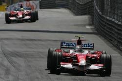 Jarno Trulli, Toyota Racing, TF107 and Ralf Schumacher, Toyota Racing, TF107
