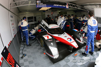 Team Peugeot Total garage area