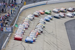 Start of the Autism Speaks 400