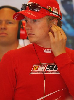 Kimi Raikkonen, Scuderia Ferrari, Pitlane, Box, Garage