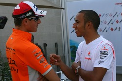 Adrian Sutil, Spyker F1 Team and Lewis Hamilton, McLaren Mercedes