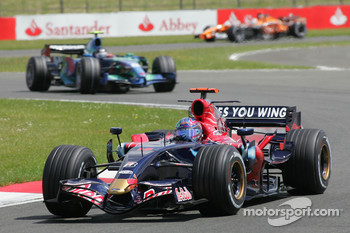 Vitantonio Liuzzi, Scuderia Toro Rosso, STR02 and Rubens Barrichello, Honda Racing F1 Team, RA107