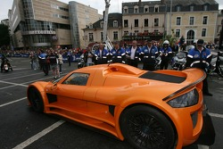 Supercars parade: a Gumpert Apollo
