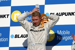 Podium: Mika Hakkinen, Team HWA AMG Mercedes, cools himself with a water bottle