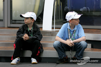 BMW Sauber F1 Team, fans in the paddock