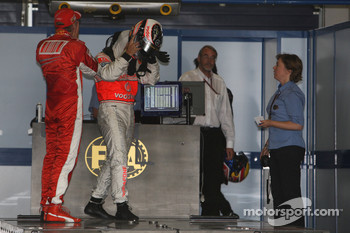 Pole winner Kimi Raikkonen, Scuderia Ferrari, F2007, second, Fernando Alonso, McLaren Mercedes, MP4-22