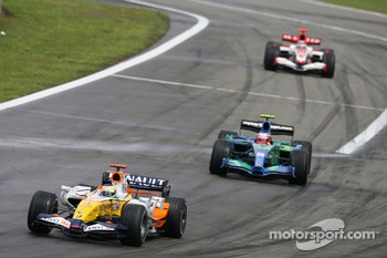 Giancarlo Fisichella, Renault F1 Team, R27 and Rubens Barrichello, Honda Racing F1 Team, RA107