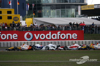 Nick Heidfeld, BMW Sauber F1 Team, Robert Kubica,  BMW Sauber F1 Team crashes together at the start