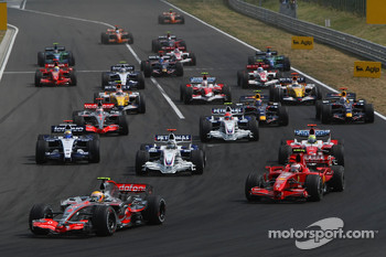 Start: Lewis Hamilton, McLaren Mercedes, MP4-22 leads Kimi Raikkonen, Scuderia Ferrari, F2007 and Nick Heidfeld, BMW Sauber F1 Team, F1.07