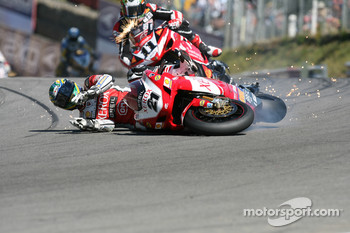 Troy Bayliss crashes out