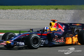 David Coulthard, Red Bull Racing, RB3 on fire