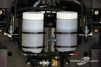 McLaren Mercedes, MP4-22, fluid reservoir
