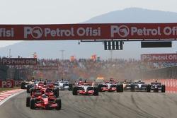 Start, 1st, Felipe Massa, Scuderia Ferrari, F2007, 2nd, Kimi Raikkonen, Scuderia Ferrari, F2007, 3rd, Lewis Hamilton, McLaren Mercedes, MP4-22