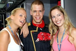 Mirjam Weichselbraun and Melanie Binder with Sebastian Vettel, Scuderia Toro Rosso