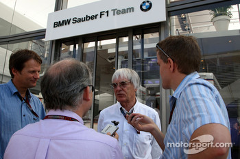 Bernie Ecclestone talks with Journalists