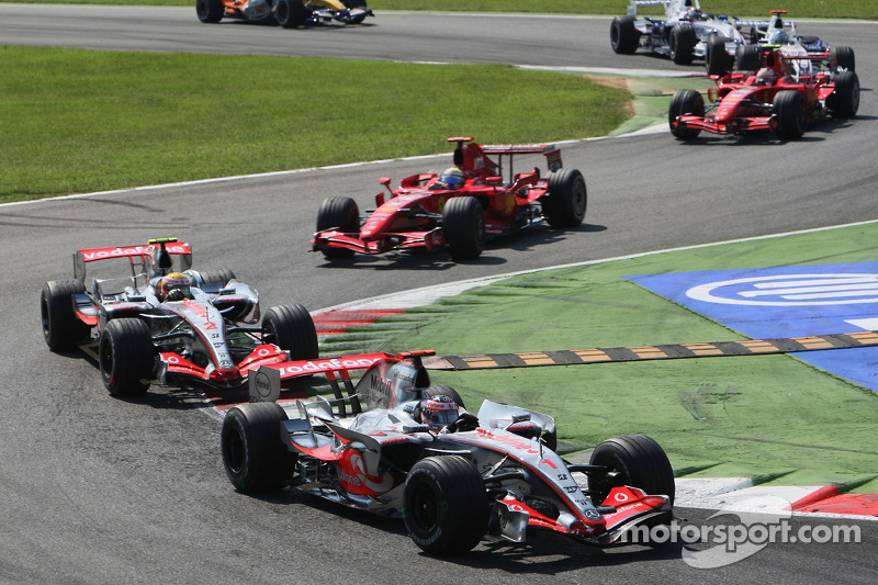 Fernando Alonso, McLaren Mercedes, MP4-22 devant Lewis Hamilton, McLaren Mercedes, MP4-22 and Felipe Massa, Scuderia Ferrari, F2007