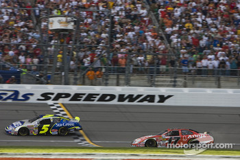 Kurt Busch beats Matt Kenseth to win the race