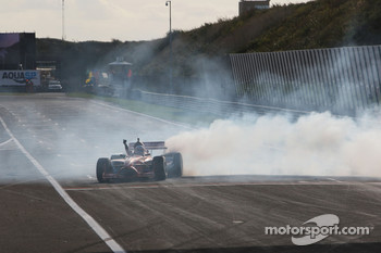 Jeroen Bleekemolen, driver of A1 Team Netherlands doing DONUTS after the race for the race fans