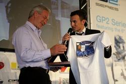 Will Buxton, presents Paul Jackson, iSport International Team Principal with a T-Shirt