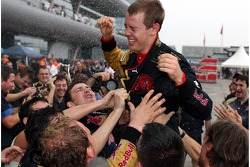 Sebastian Vettel, Scuderia Toro Rosso celebrates with the team after finishing 4th