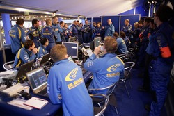 SWRT Team Manager Paul Howarth briefs the team prior to the start of  the Shakedown