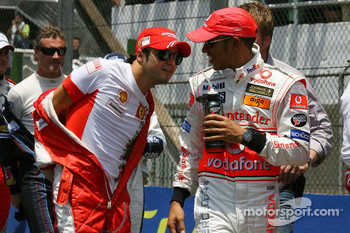 The end of season group photo: Felipe Massa, Scuderia Ferrari, Lewis Hamilton, McLaren Mercedes