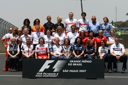 End of the season group picture of all team press people