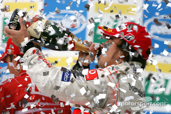 Podium: champagne for Fernando Alonso