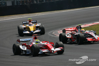 Ralf Schumacher, Toyota Racing, TF107 and Lewis Hamilton, McLaren Mercedes, MP4-22