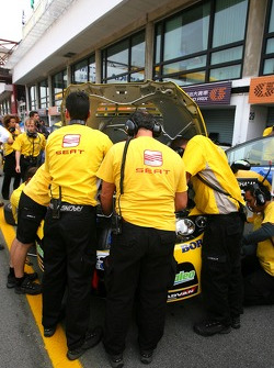Yvan Muller, SEAT Sport, Seat Leon and Team Seat tries to start the engine