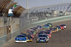 Start: Jimmie Johnson and Ryan Newman lead the field