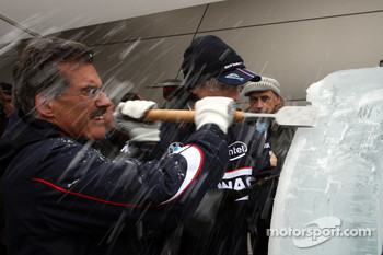 Ice carving, Dr. Mario Theissen, BMW Sauber F1 Team, BMW Motorsport Director