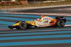 Sébastien Loeb tests the Renault F1