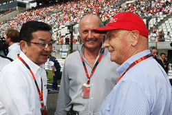 Takahiro Hachigo, Honda CEO with Ron Dennis, McLaren Executive Chairman and Niki Lauda, Mercedes Non-Executive Chairman on the grid