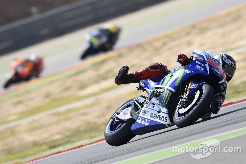 Jorge Lorenzo, de Yamaha Factory Racing y Dani Pedrosa, Repsol Honda Team y Valentino Rossi, de Yamaha Factory Racing