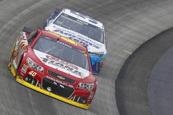 Landon Cassill, Hillman Circle Sport LLC Chevrolet and David Ragan, Michael Waltrip Racing Toyota
