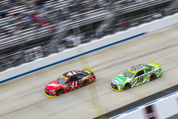 Kurt Busch, Stewart-Haas Racing Chevrolet and Kyle Busch, Joe Gibbs Racing Toyota