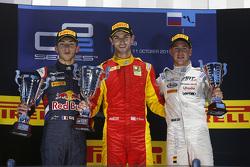 Podium: race winnaar Alexander Rossi, Racing Engineering, tweede Pierre Gasly, DAMS, derde Stoffel Vandoorne, ART Grand Prix