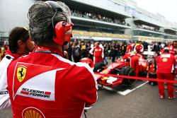 Maurizio Arrivabene, Ferrari teambaas op de grid