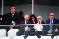 (从左到右):弗拉基米尔·普京,俄罗斯总统与伯尼埃克莱斯顿