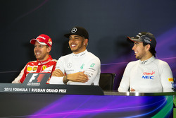 La conferencia de prensa de la FIA: Sebastian Vettel, Ferrari; Lewis Hamilton, Mercedes AMG F1; Sergio Pérez, Sahara Force India F1