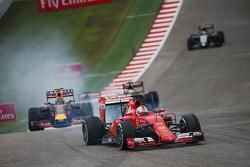 Sebastian Vettel, Ferrari SF15-T locks up under braking