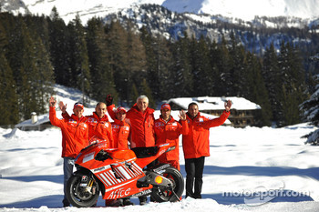 Marco Melandri, Casey Stoner, Vittoriano Guareschi, Claudio Domenicali, Livio Suppo and Gabriele Del Torchio pose with the Ducati Desmosedici GP8