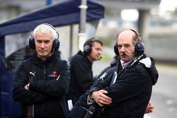 Geoff Willis, Red Bull Racing, Technical Director and Adrian Newey, Red Bull Racing, Technical Operations Director